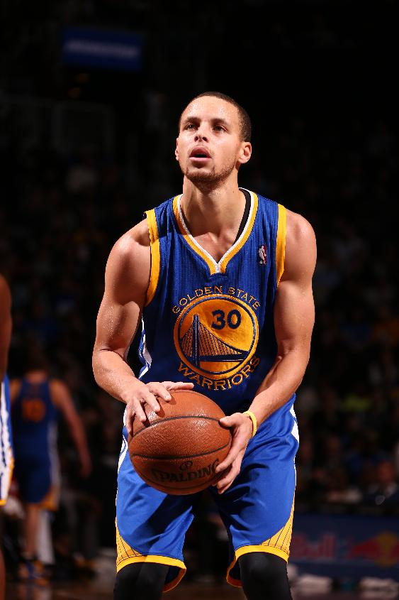 Curry moves past Paul in NBA All-Star balloting