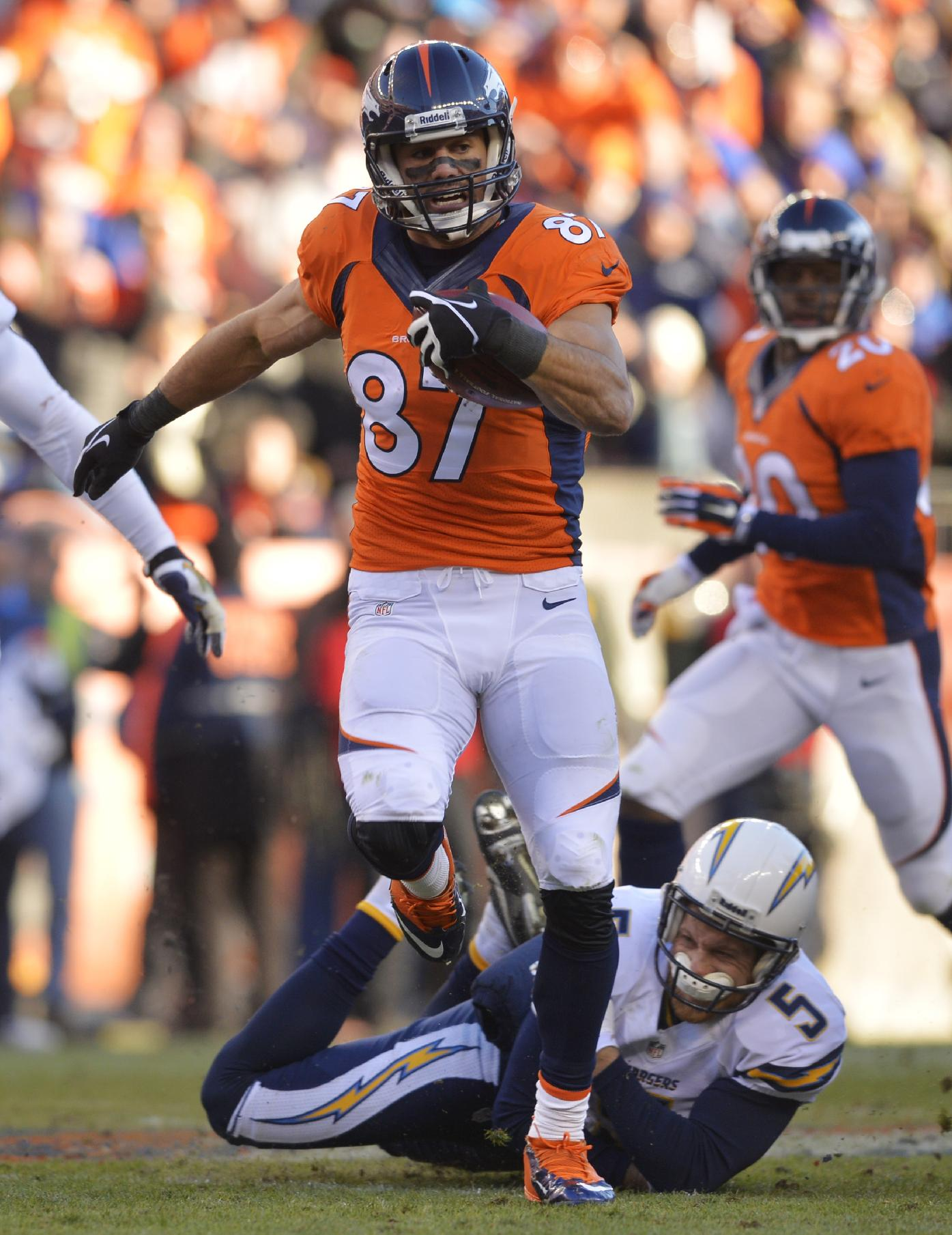 Welker's return helps Broncos beat Chargers 24-17