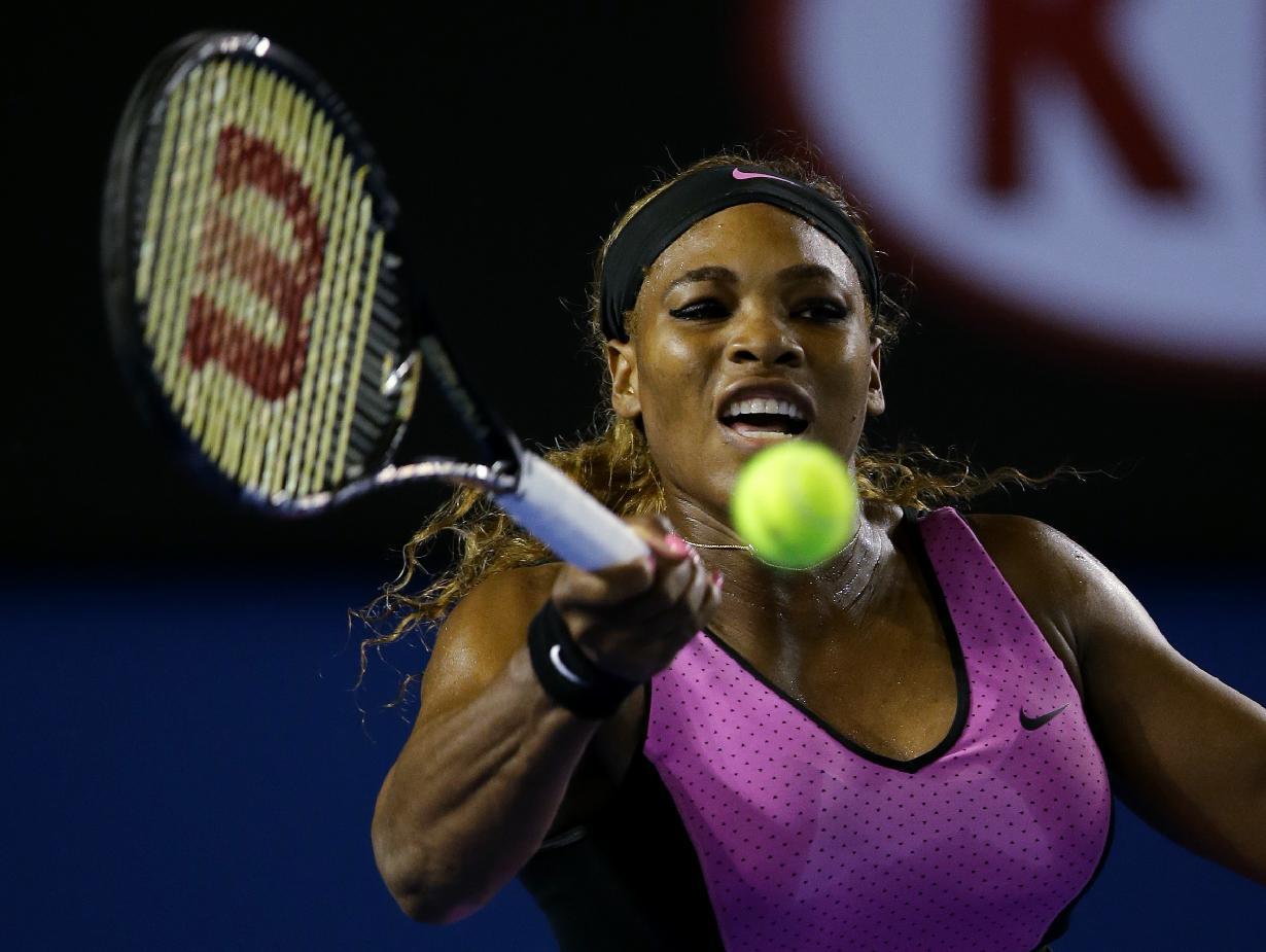 Serena Williams advances after Venus loses