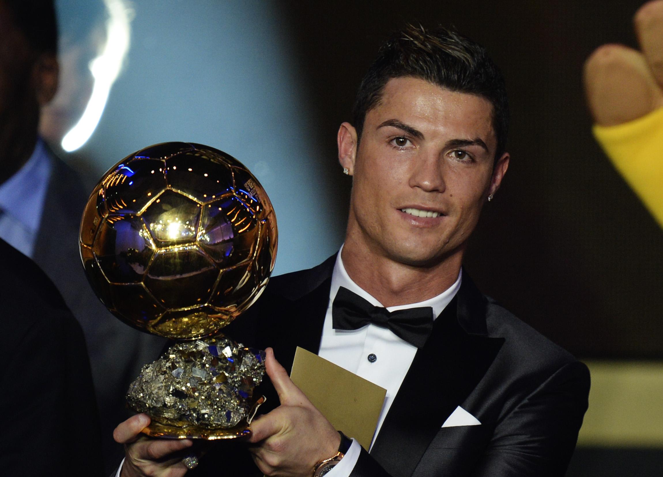 Ronaldo celebrates triumph with Madrid teammates