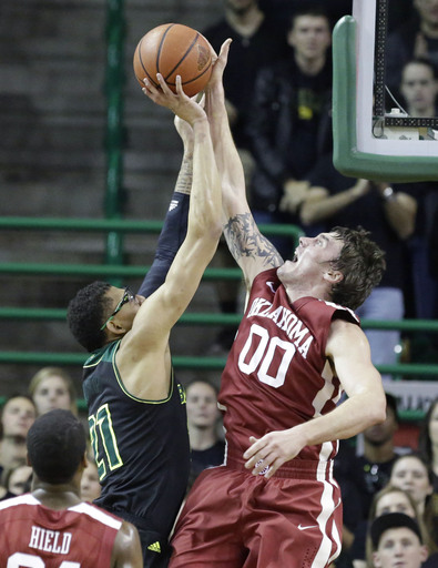 No. 25 Oklahoma wins 66-64 at No. 12 Baylor