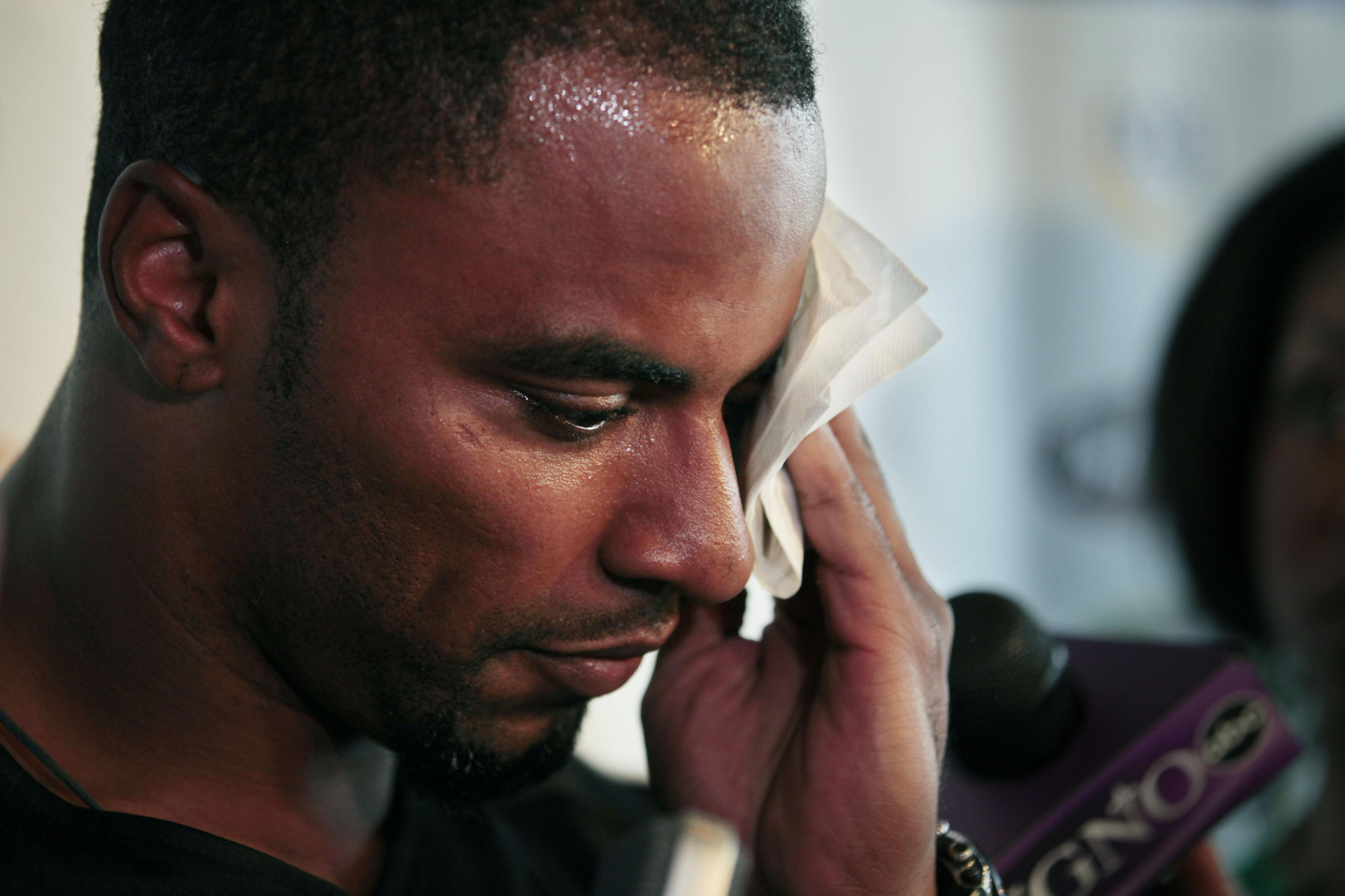 Former NFL star Sharper arrested in Los Angeles