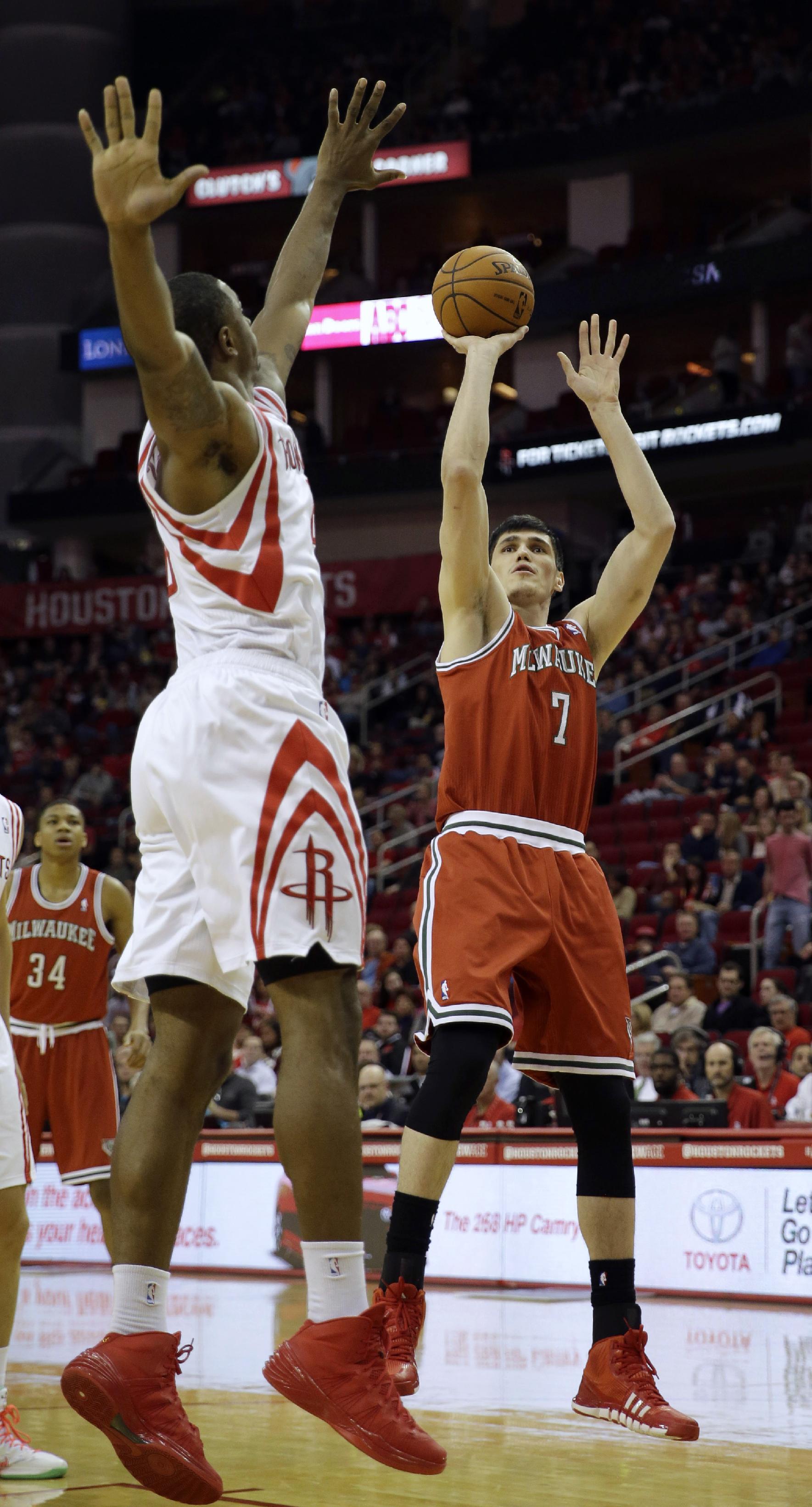 Jones leads Rockets over Bucks, 114-104