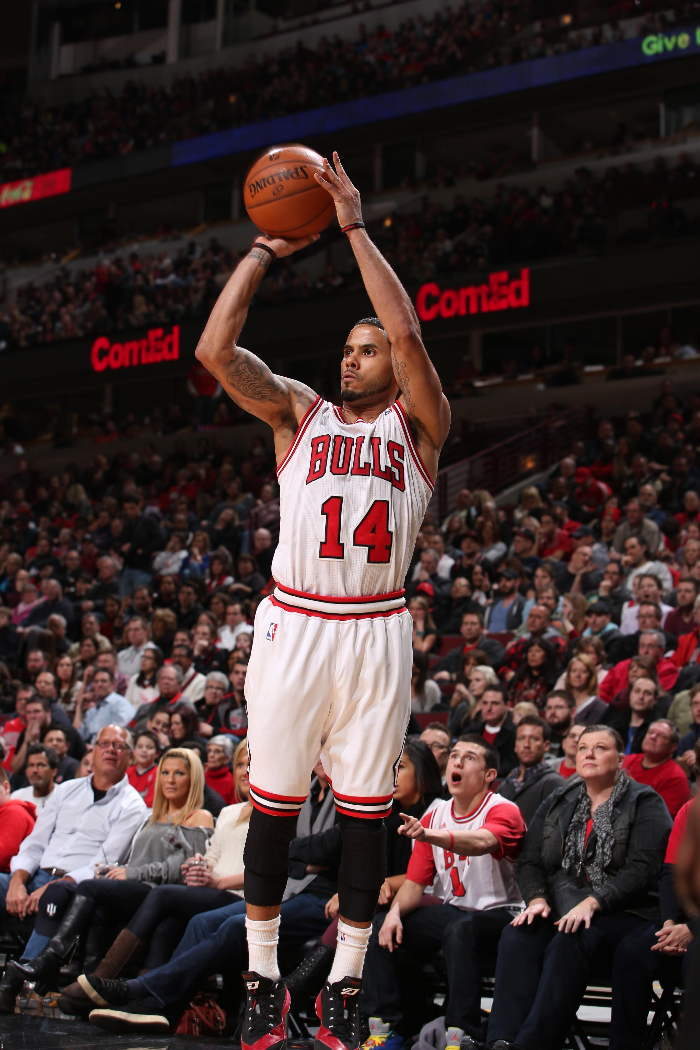 Noah, Bulls rout 76ers 103-78