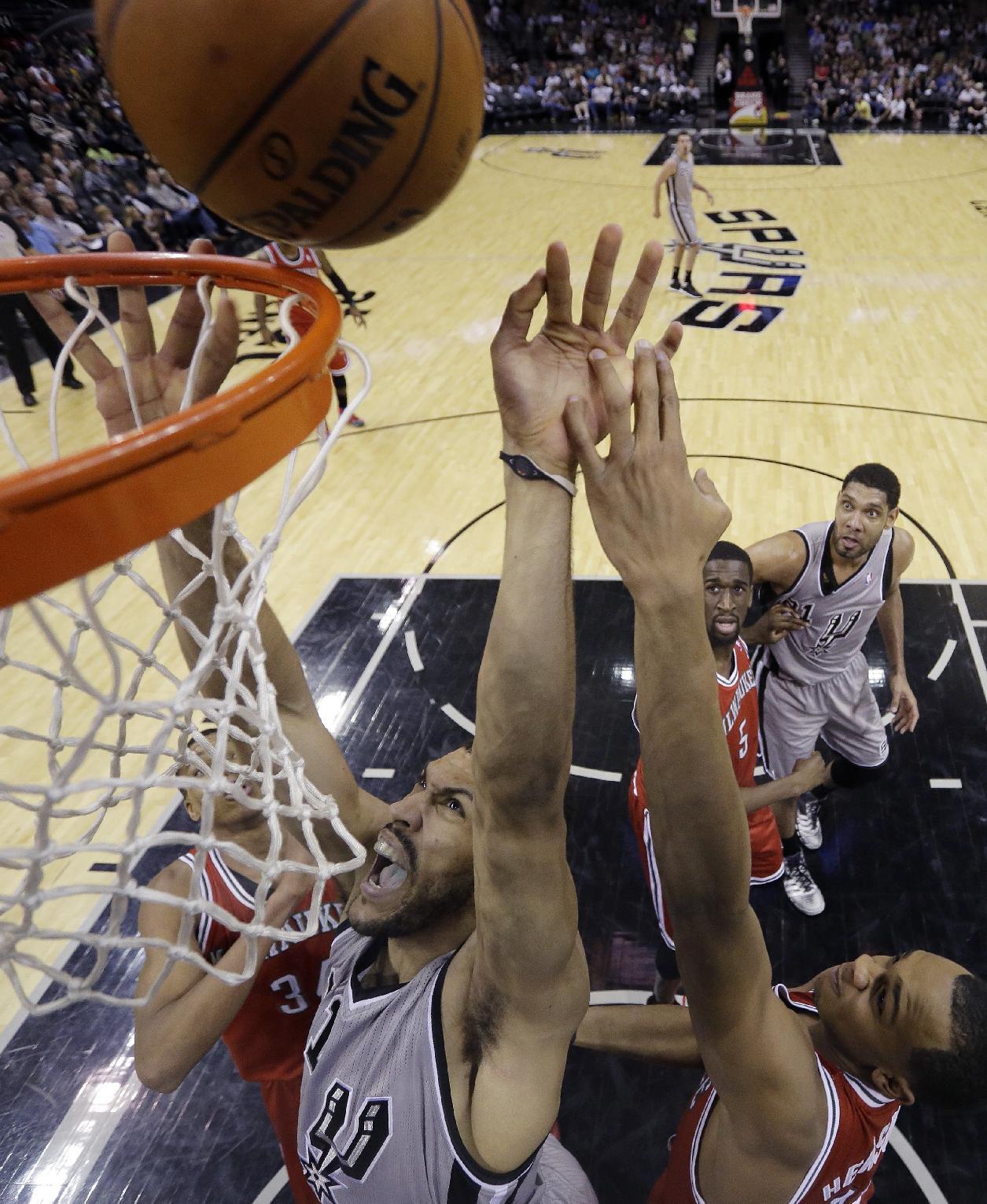 Mills, Duncan lead Spurs past Bucks 110-82