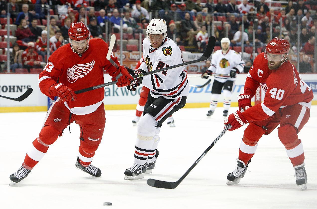 Red Wings beat Blackhawks 5-4 in shootout