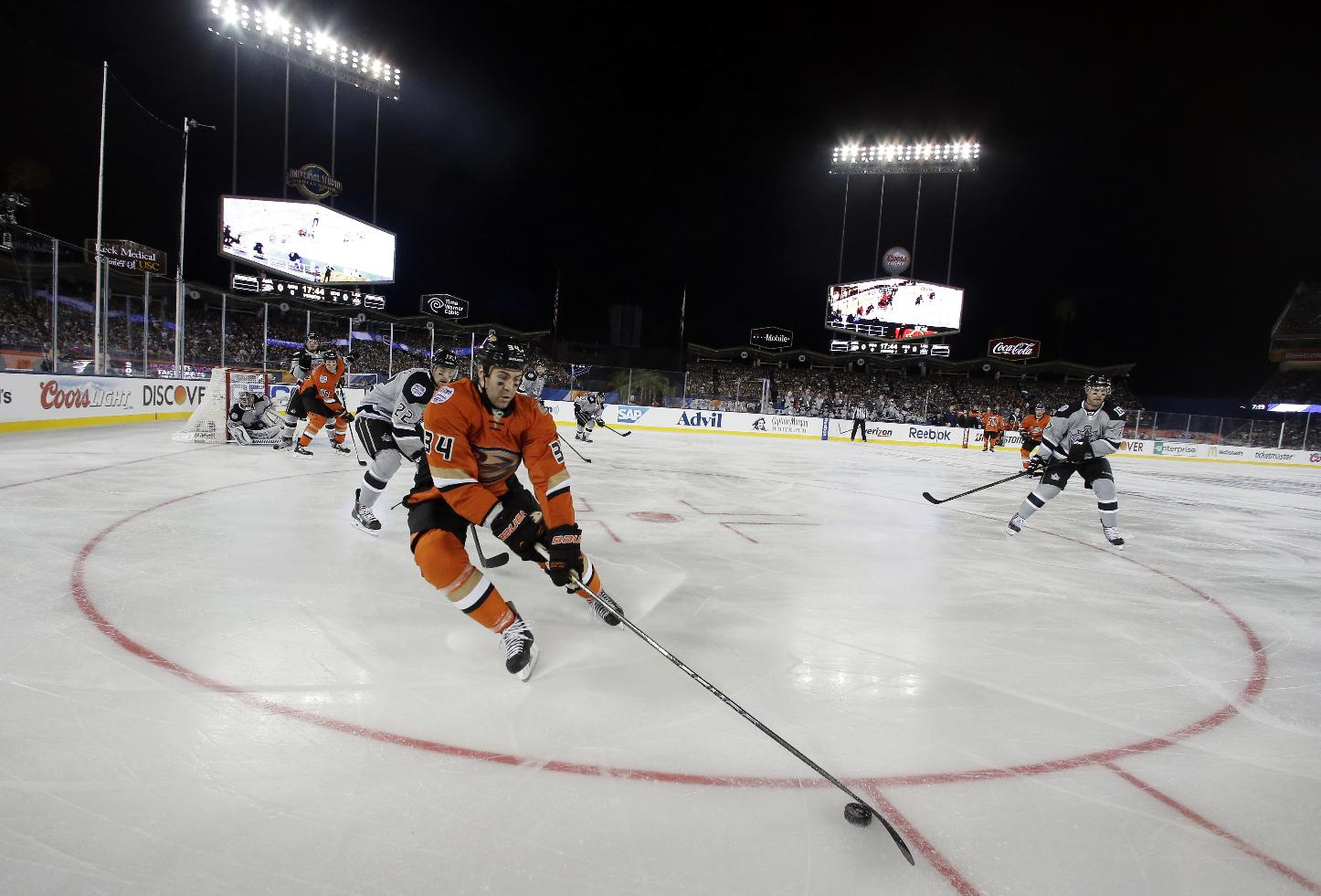 Ducks beat LA Kings 3-0 on Dodger Stadium ice