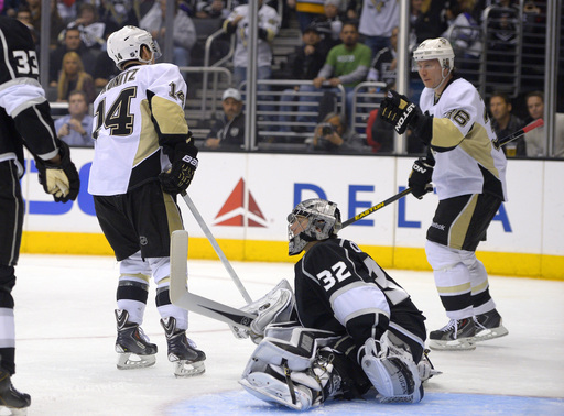 Jokinen leads Penguins past struggling Kings, 4-1