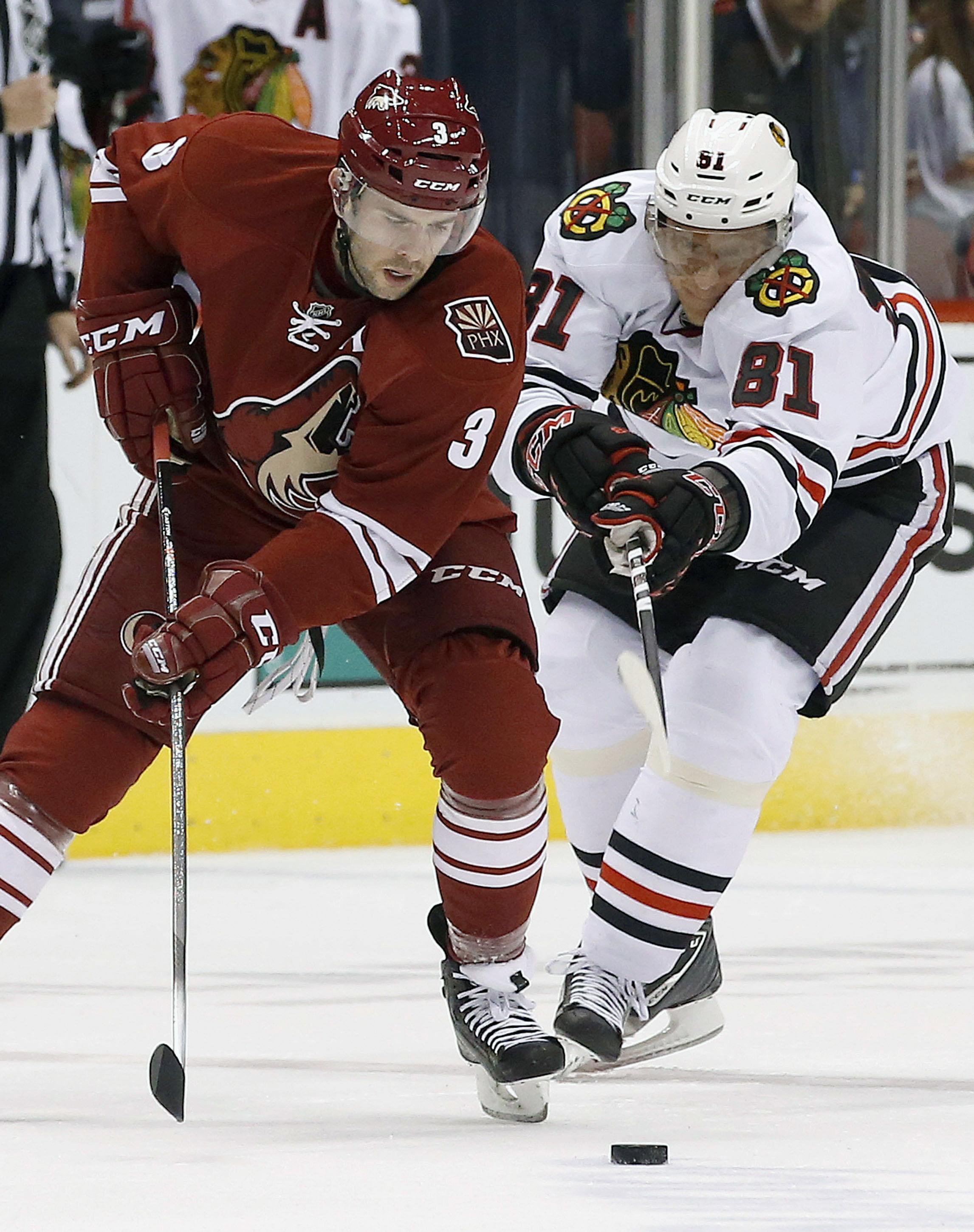 Smith and Coyotes shut down Blackhawks, 2-0