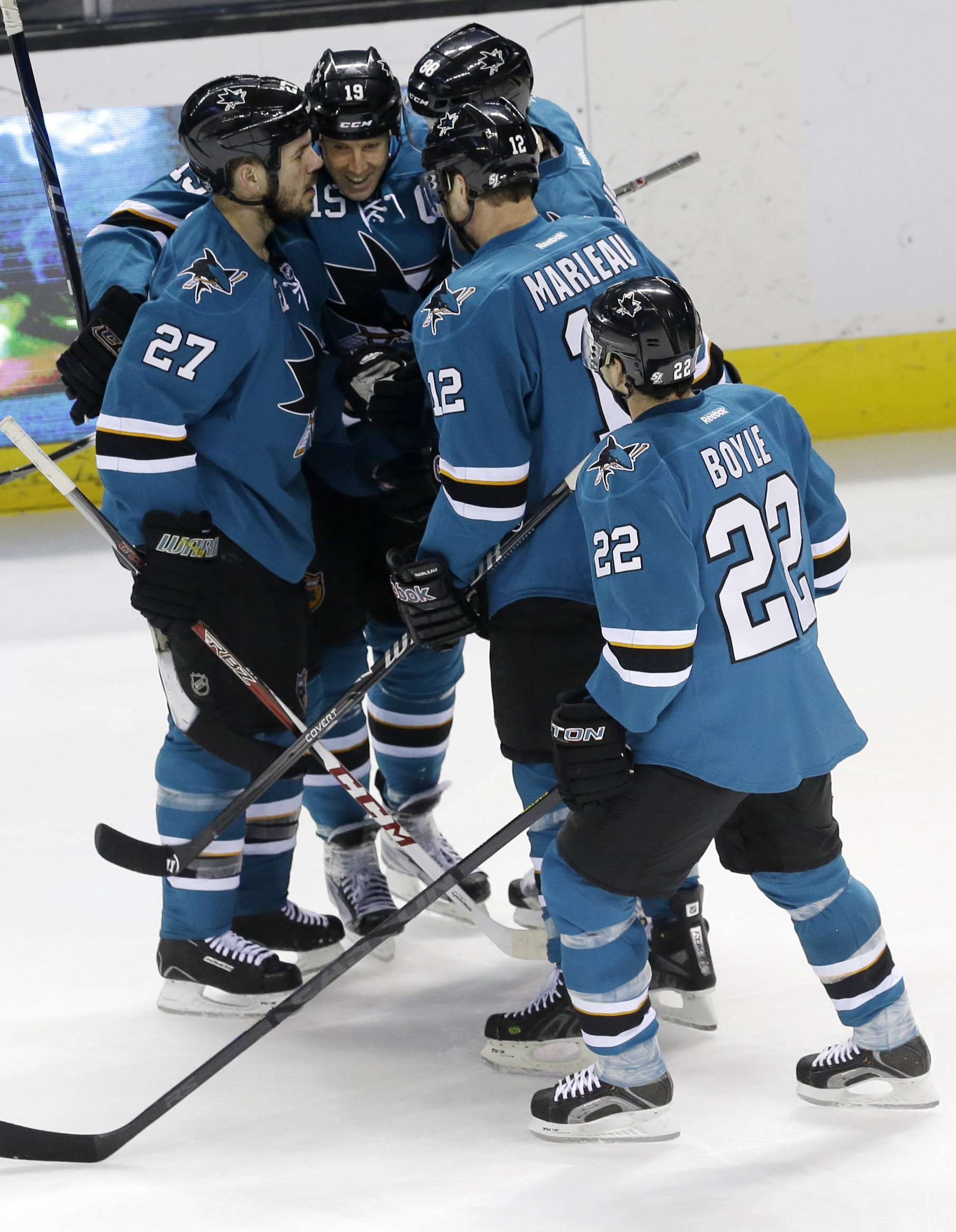 McCarthy's goal helps Sharks beat Blue Jackets 3-2