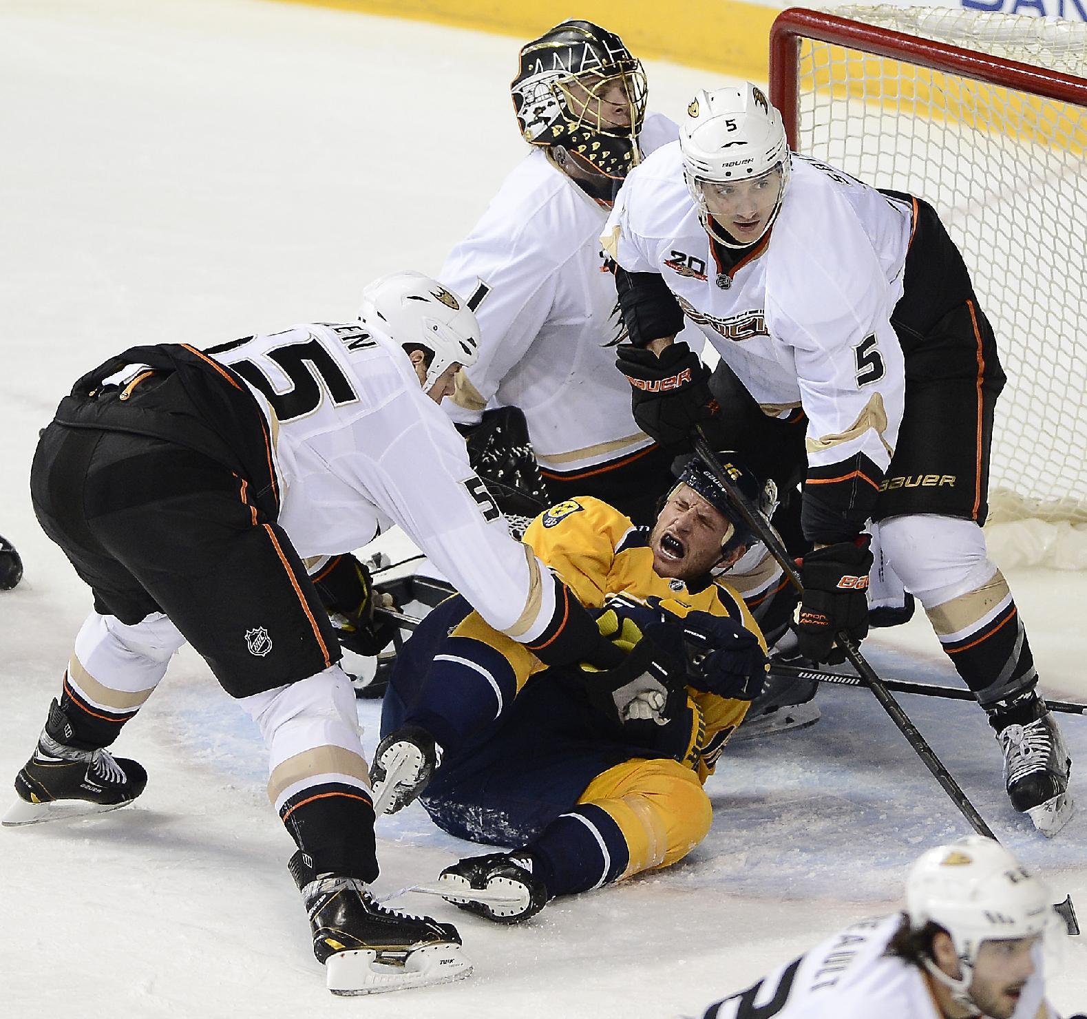Ryan Getzlaf leads Ducks past Predators, 5-2