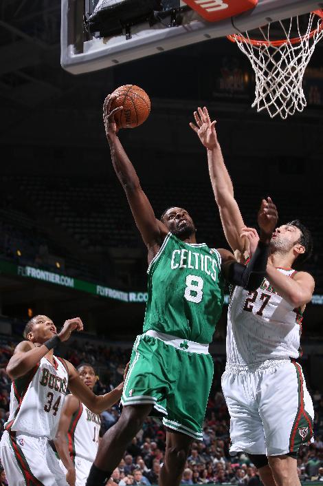 Green leads Celtics past Bucks 102-86