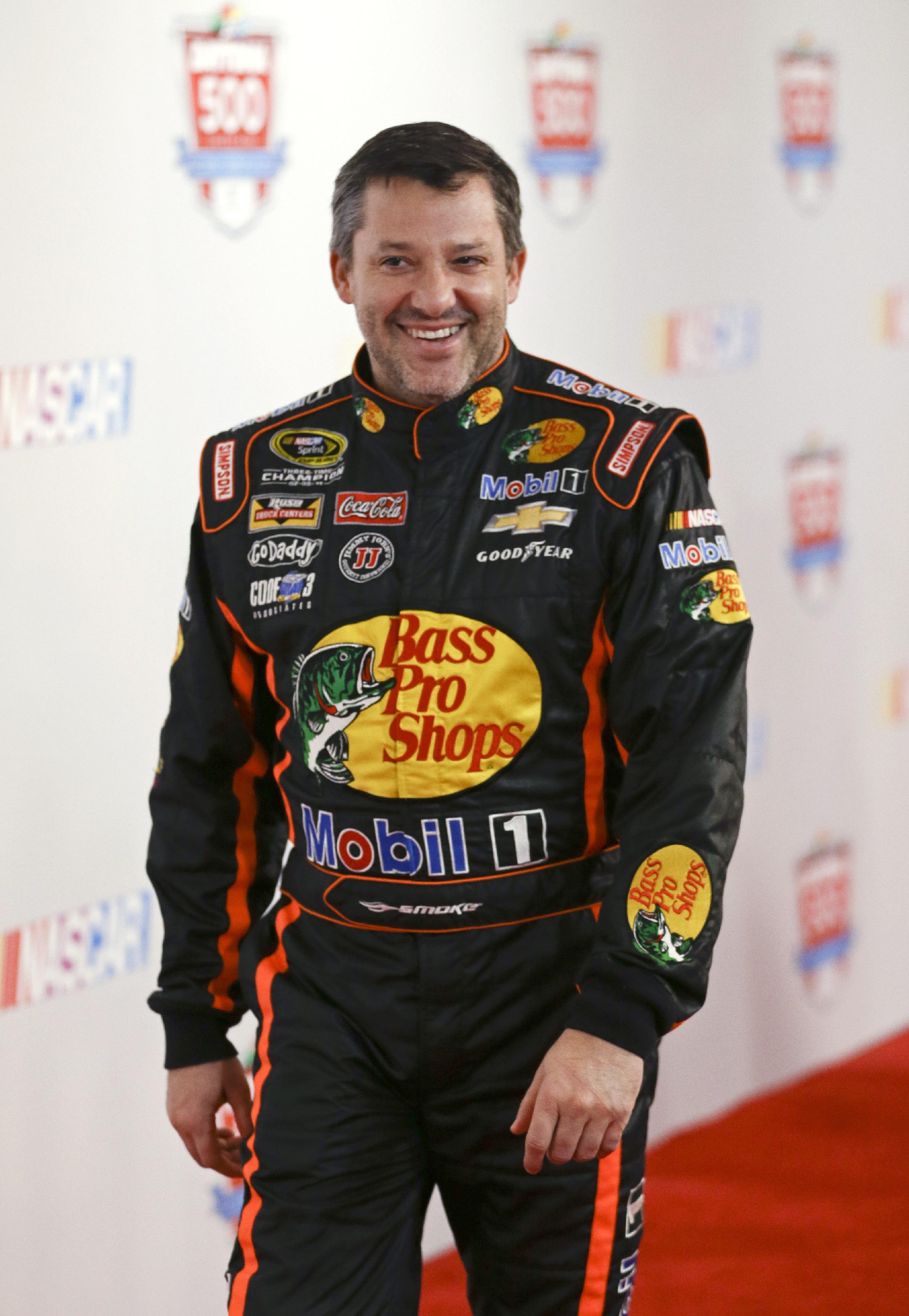 Stewart returns to racing, undaunted by layoff