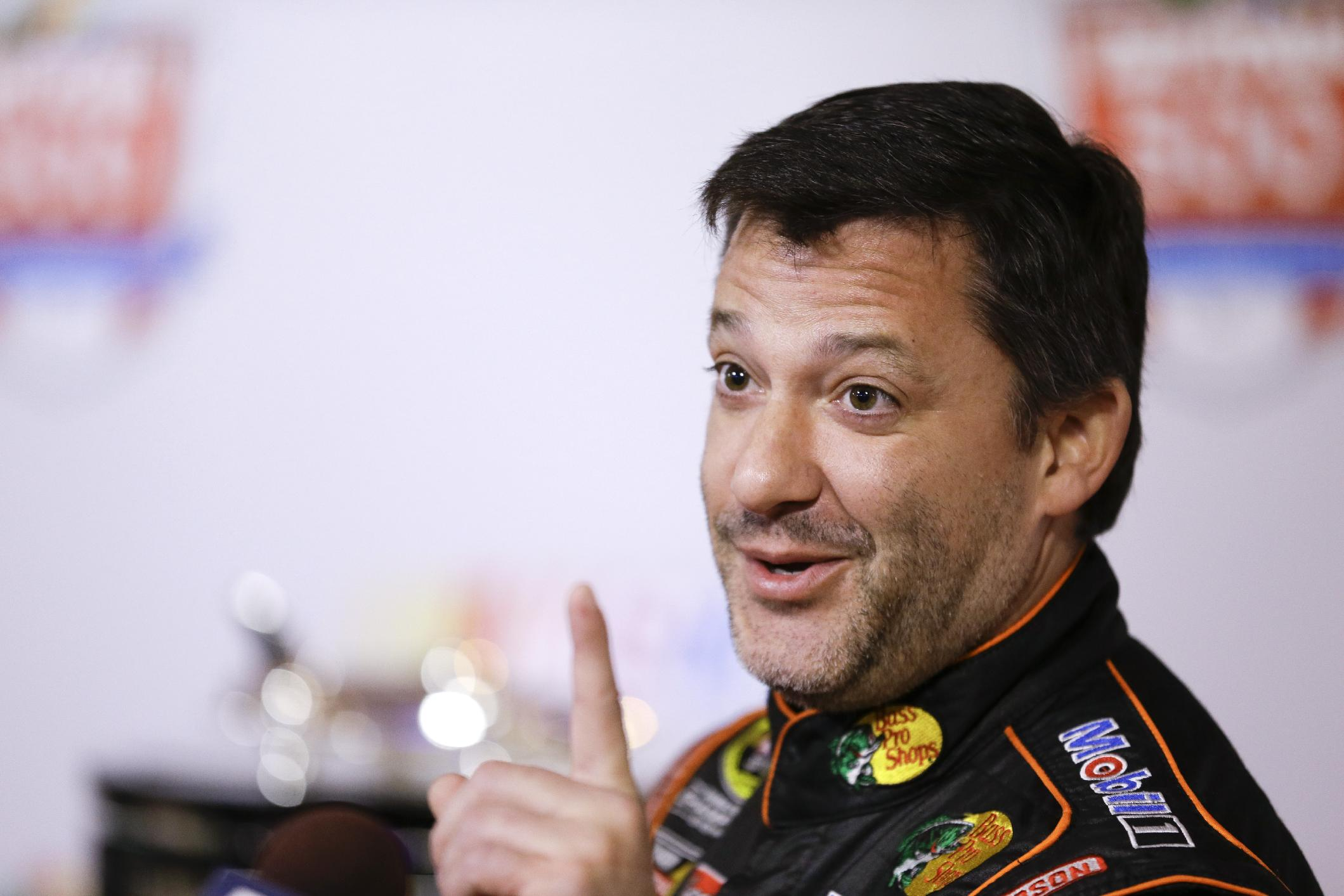 Stewart returns to racing, undaunted by layoff