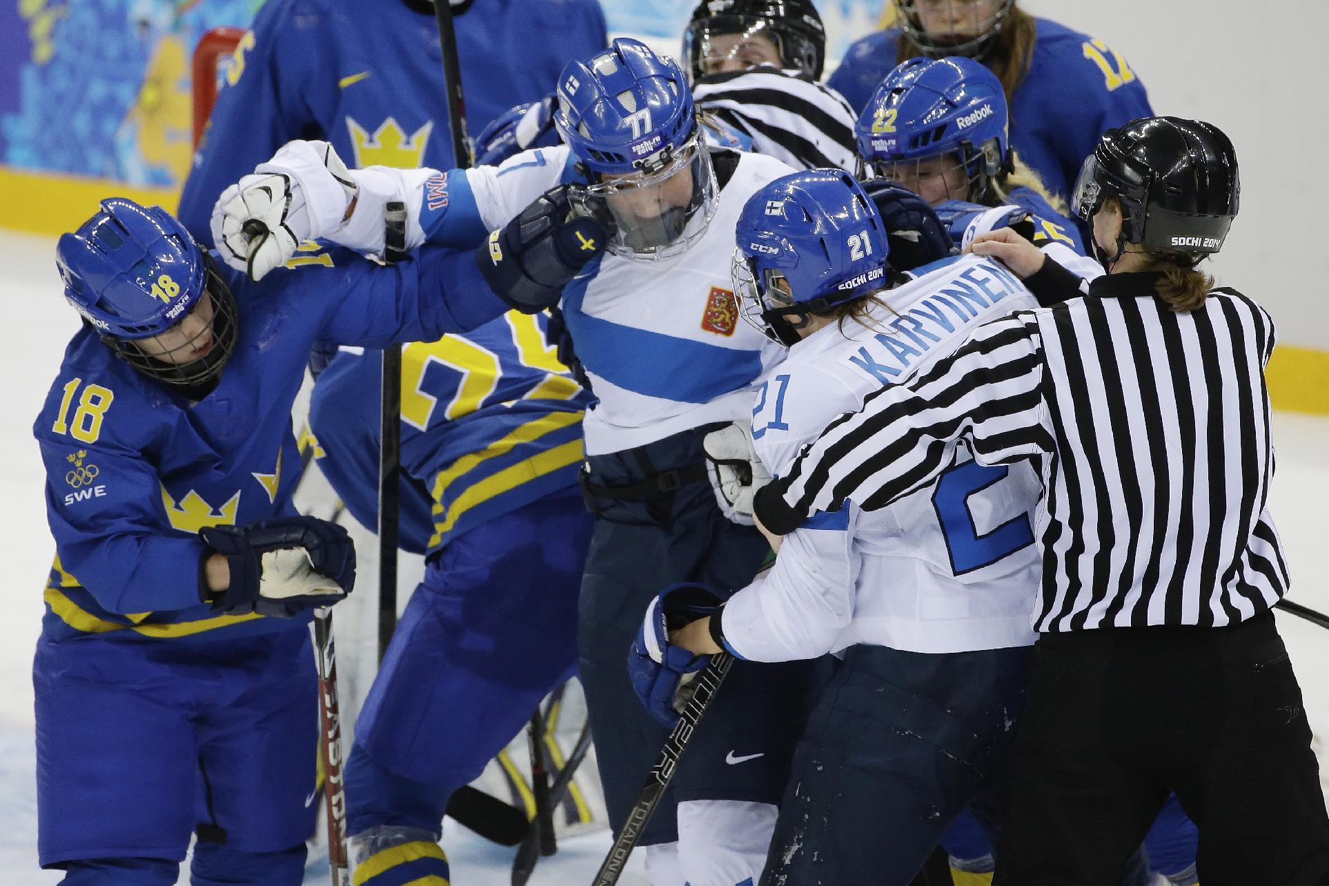 Swedes upset Finland 4-2 in women's hockey playoff