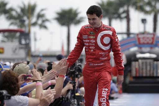 Larson's Daytona 500 debut slowed by 2 incidents