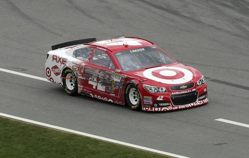 Larson's Daytona 500 debut slowed by 2 incidents