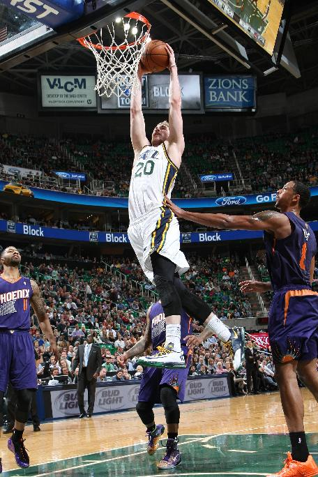 Hayward leads balanced Jazz past Suns, 109-86