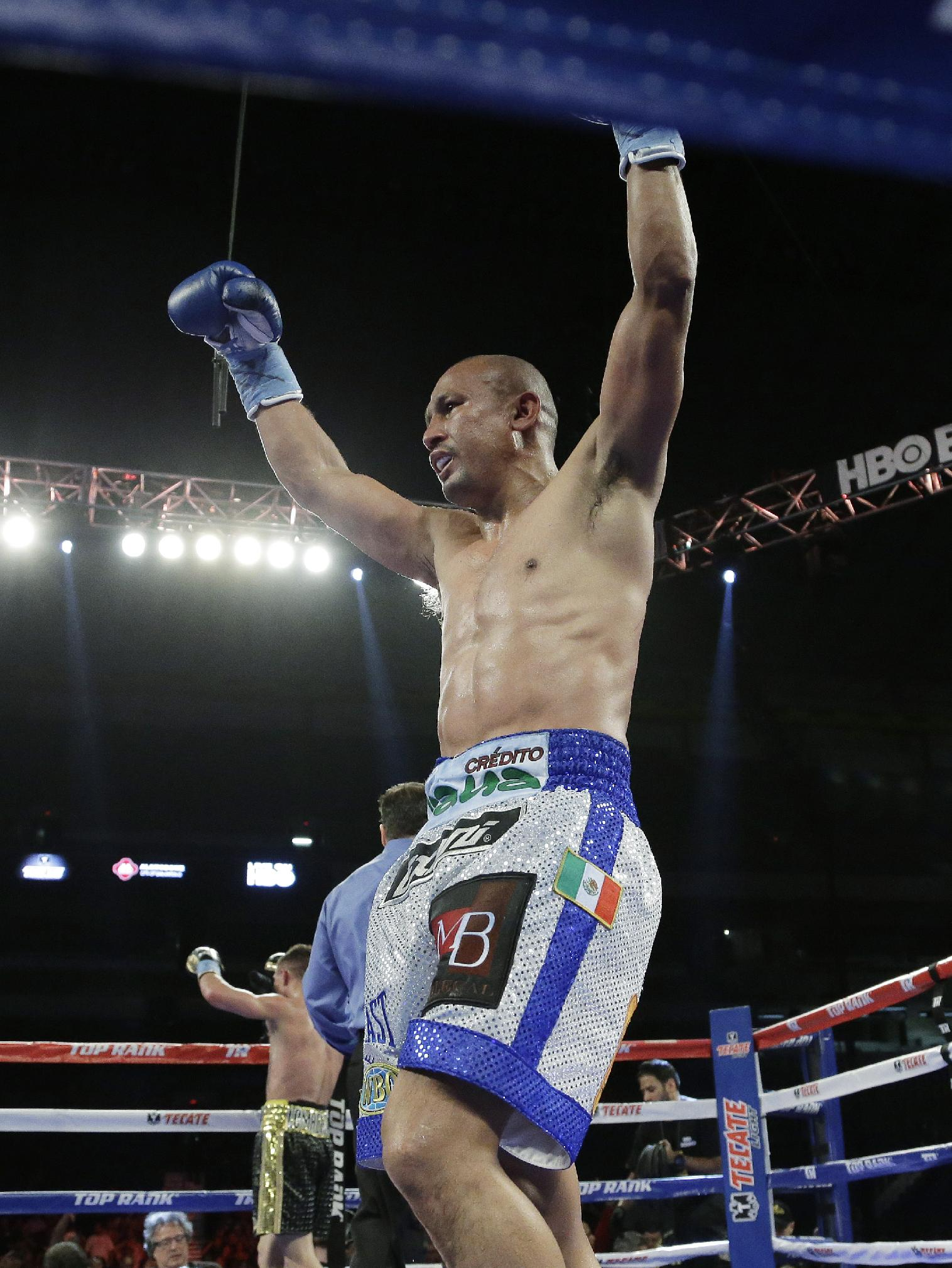 Salido outpoints Lomachenko in featherweight bout