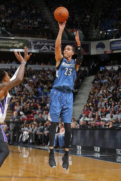 Martin, Love lead Wolves past Kings 108-97