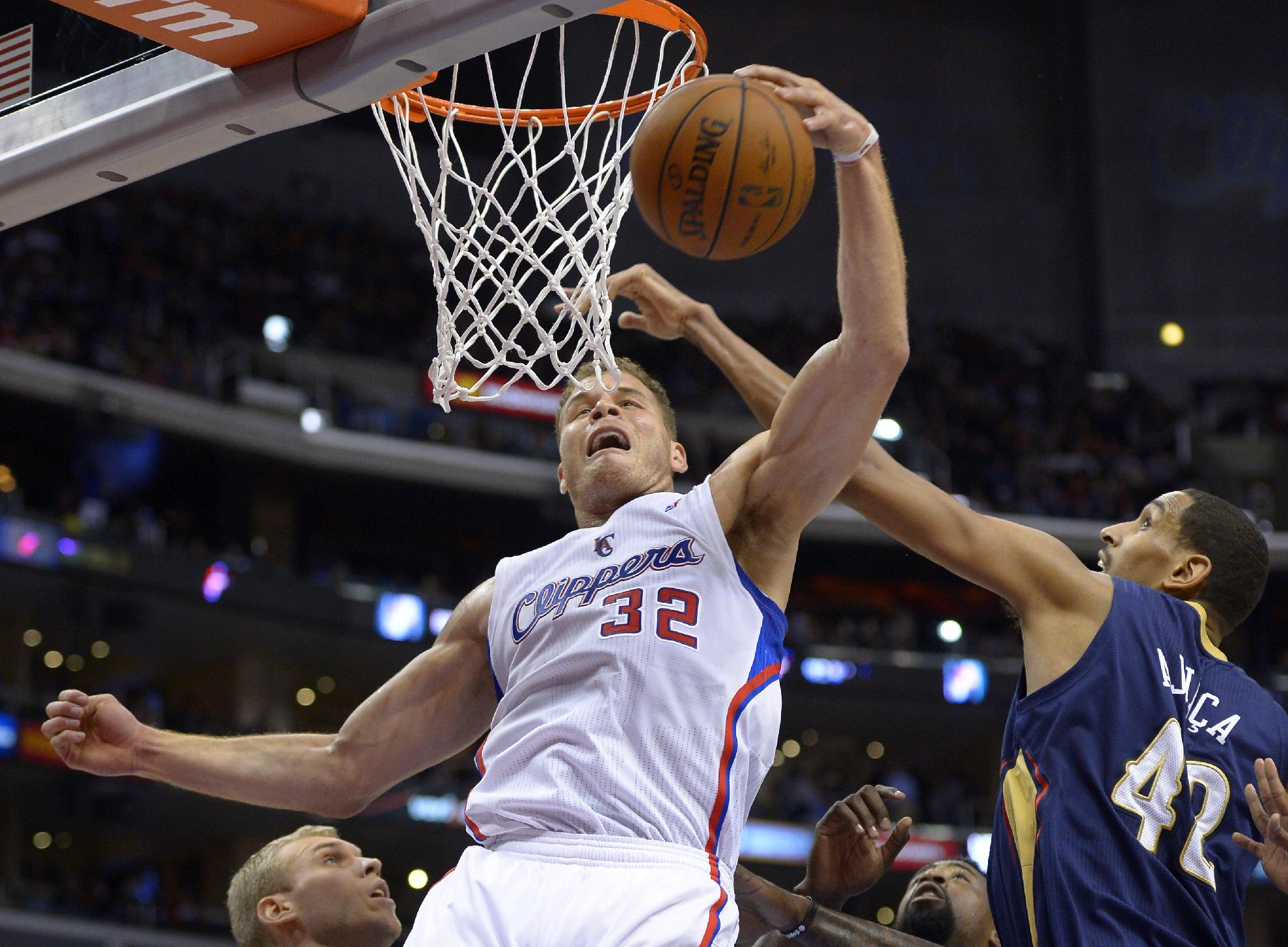 Granger watches as Clippers rout Pelicans 108-76