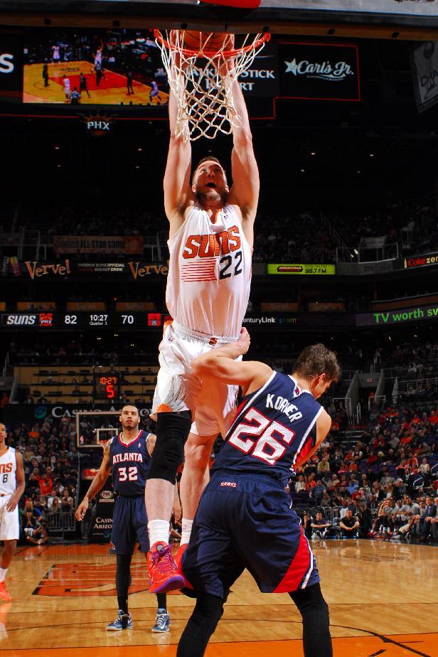 Suns scorch Hawks in 1st half of 129-120 win