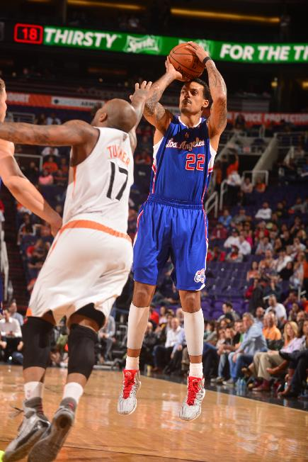 Barnes, Griffin lead Clippers to 5th straight win