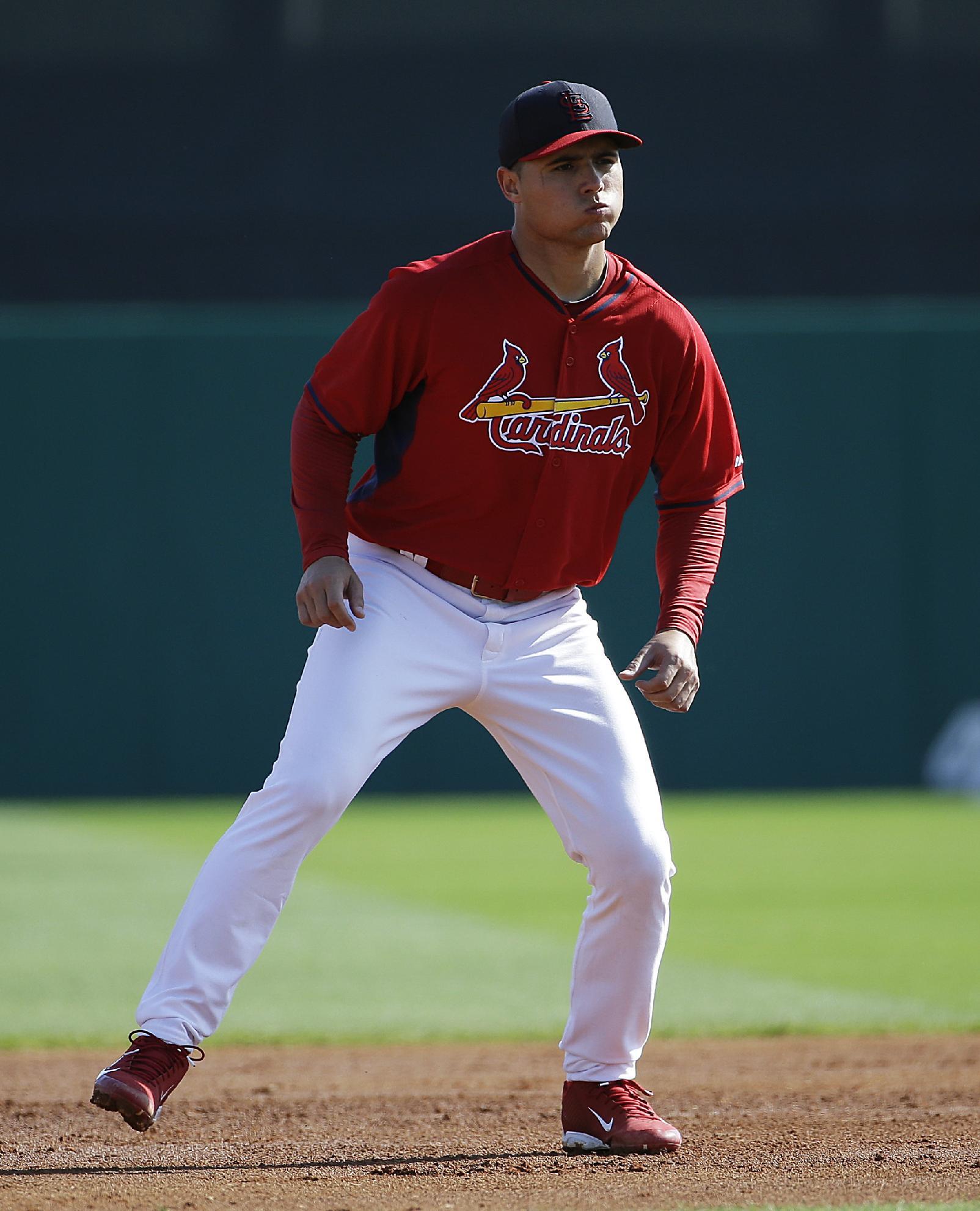 Cardinals introduce Cuban SS Aledmys Diaz