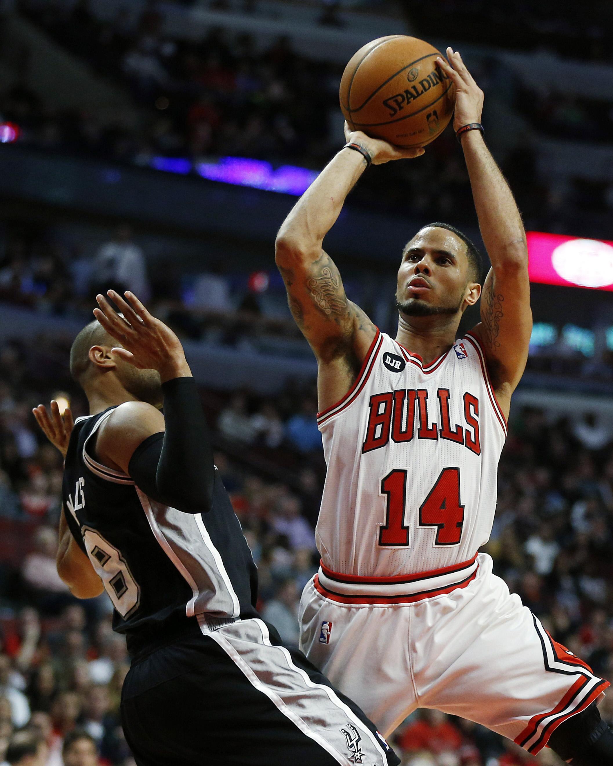 Ginobili leads Spurs past Bulls 104-96