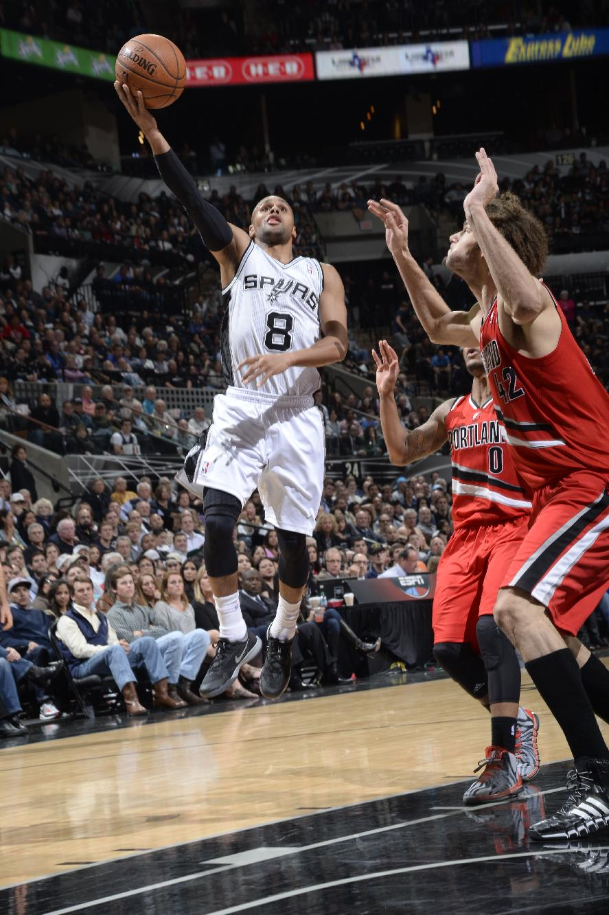 Mills, Duncan lead, Spurs roll past Blazers 103-90