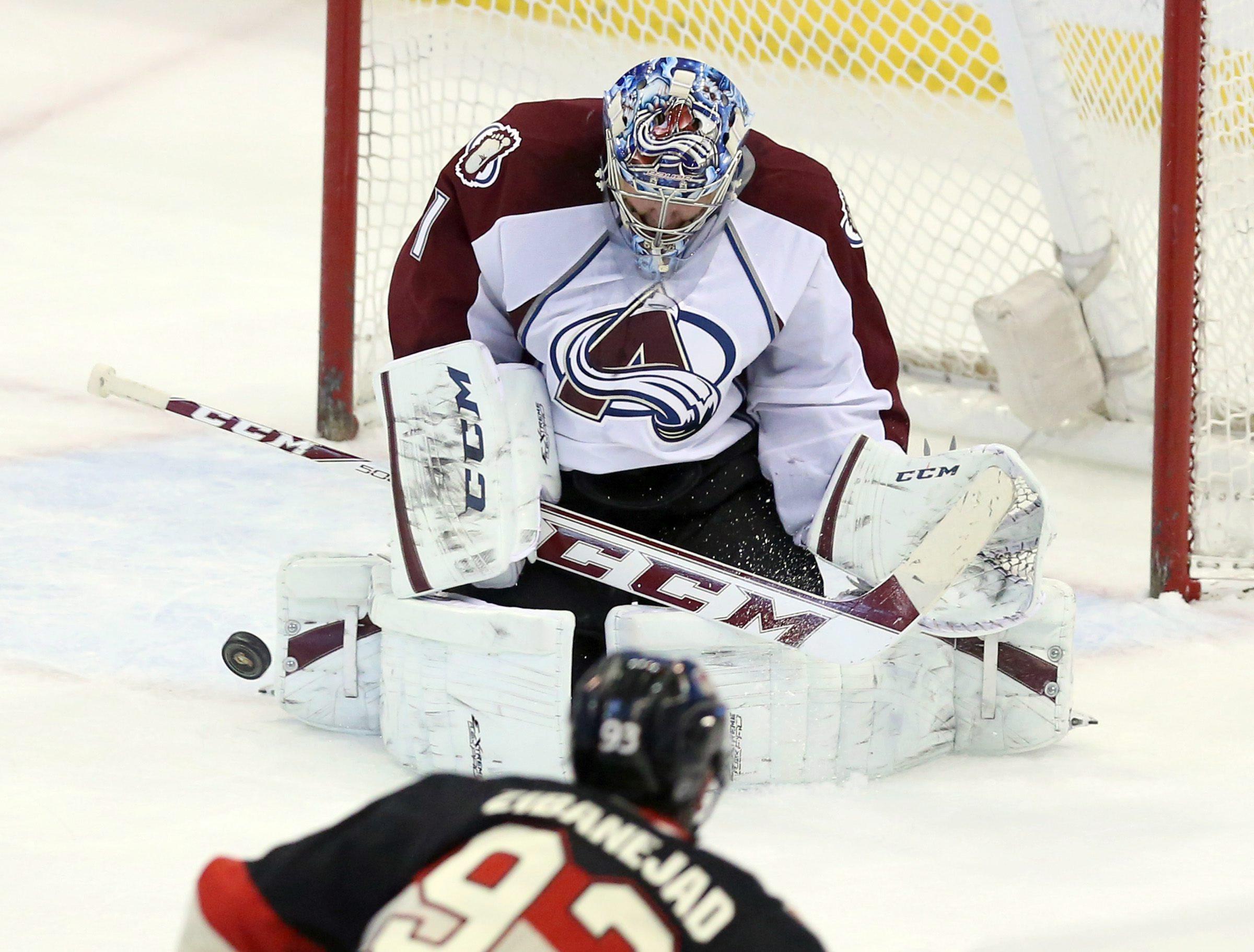 Varlamov, Avalanche fend off Senators 3-1
