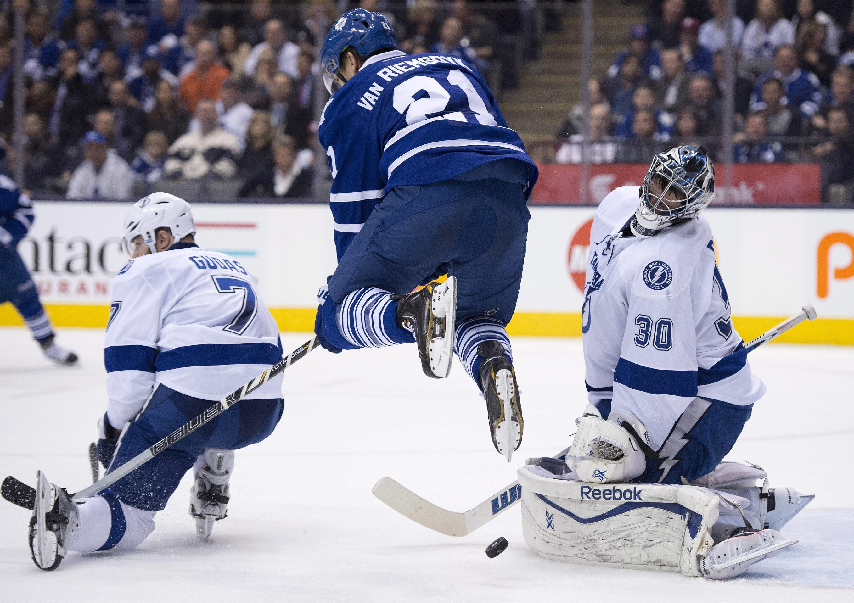 Stamkos' hat trick leads Lightning past Leafs 5-3