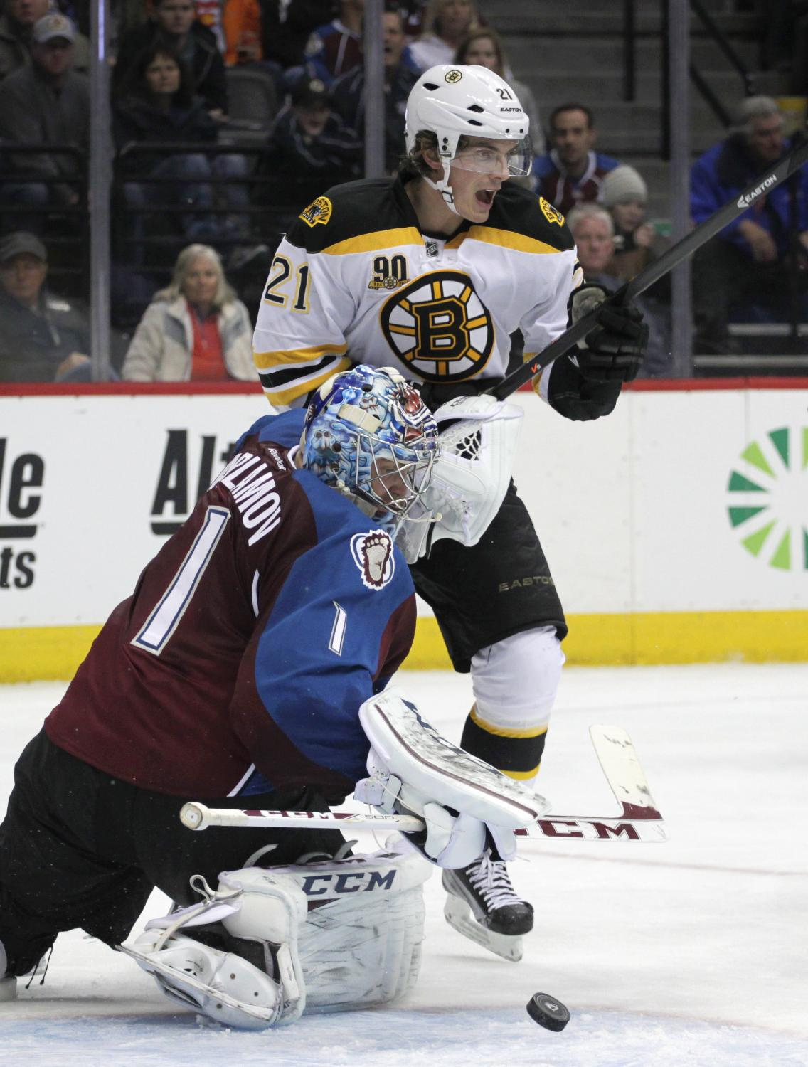 Bruins blank Avalanche for 11th straight win
