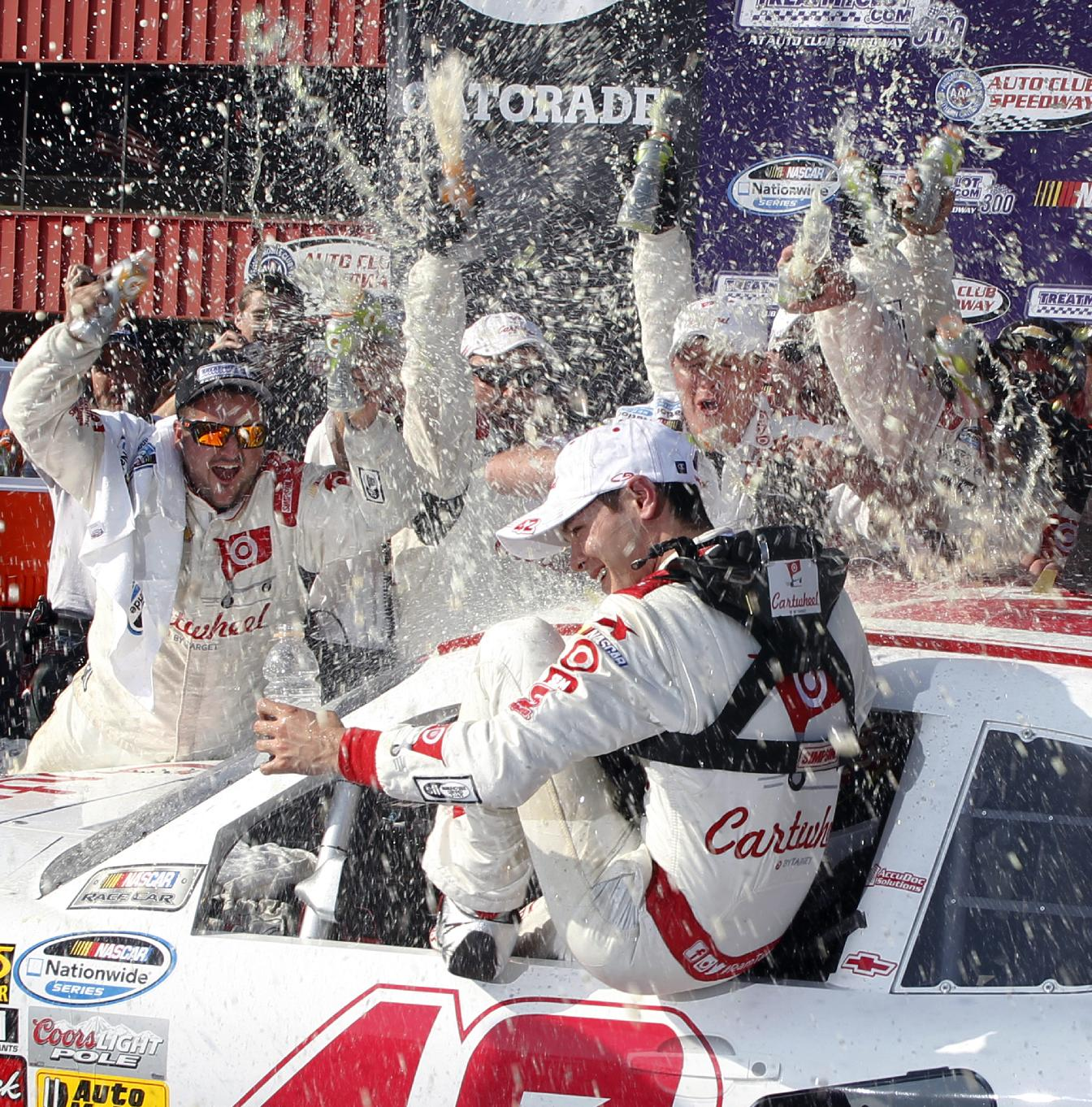 Larson dazzles in drive to the front at Fontana