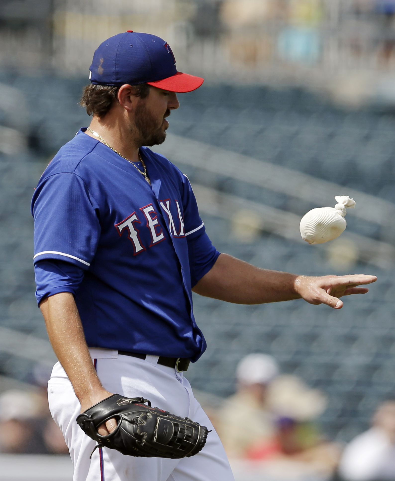 Headley, Padres bust out bats to beat Rangers 11-7