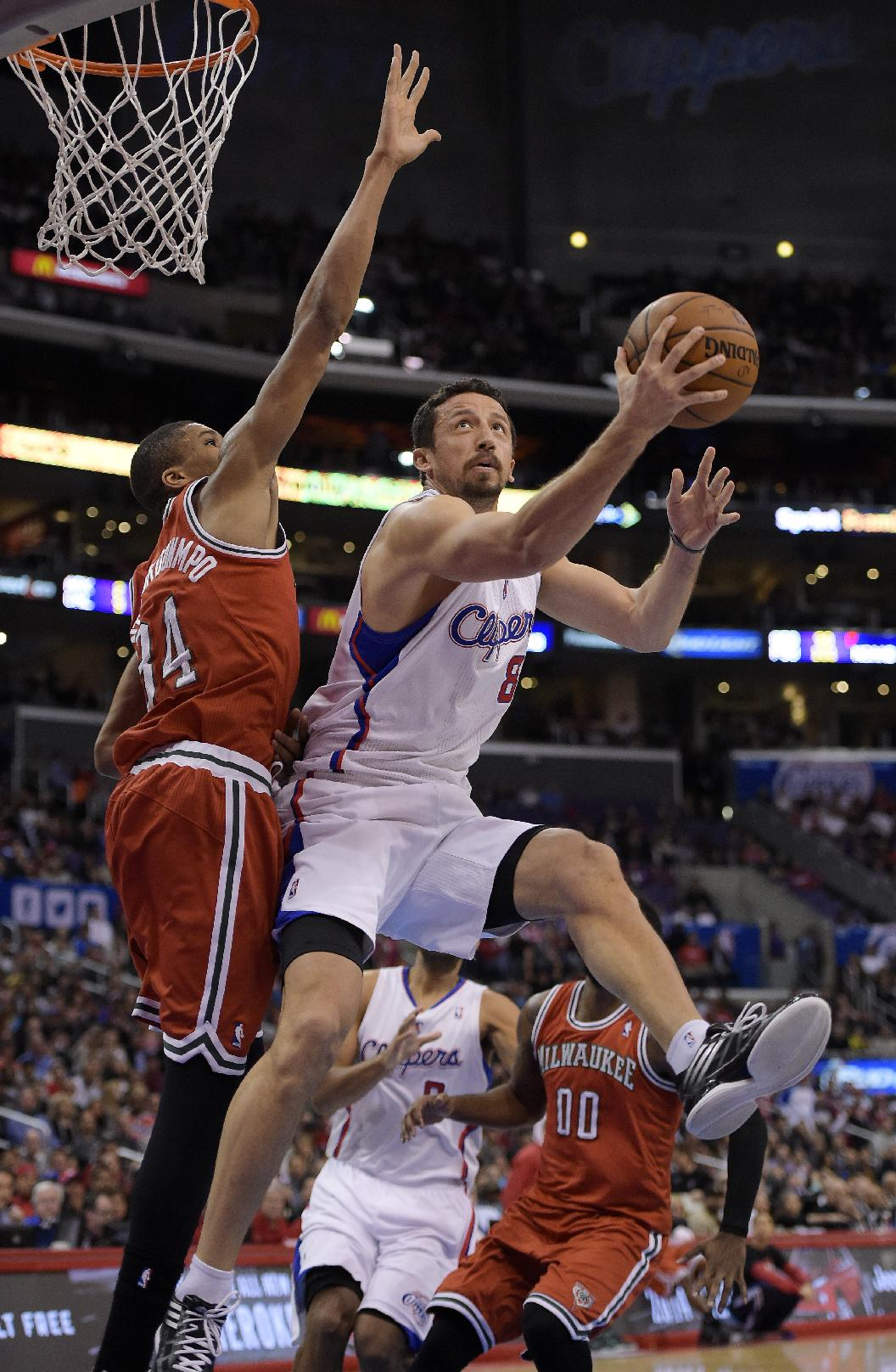 Clippers get 50th win, 106-98 over Bucks