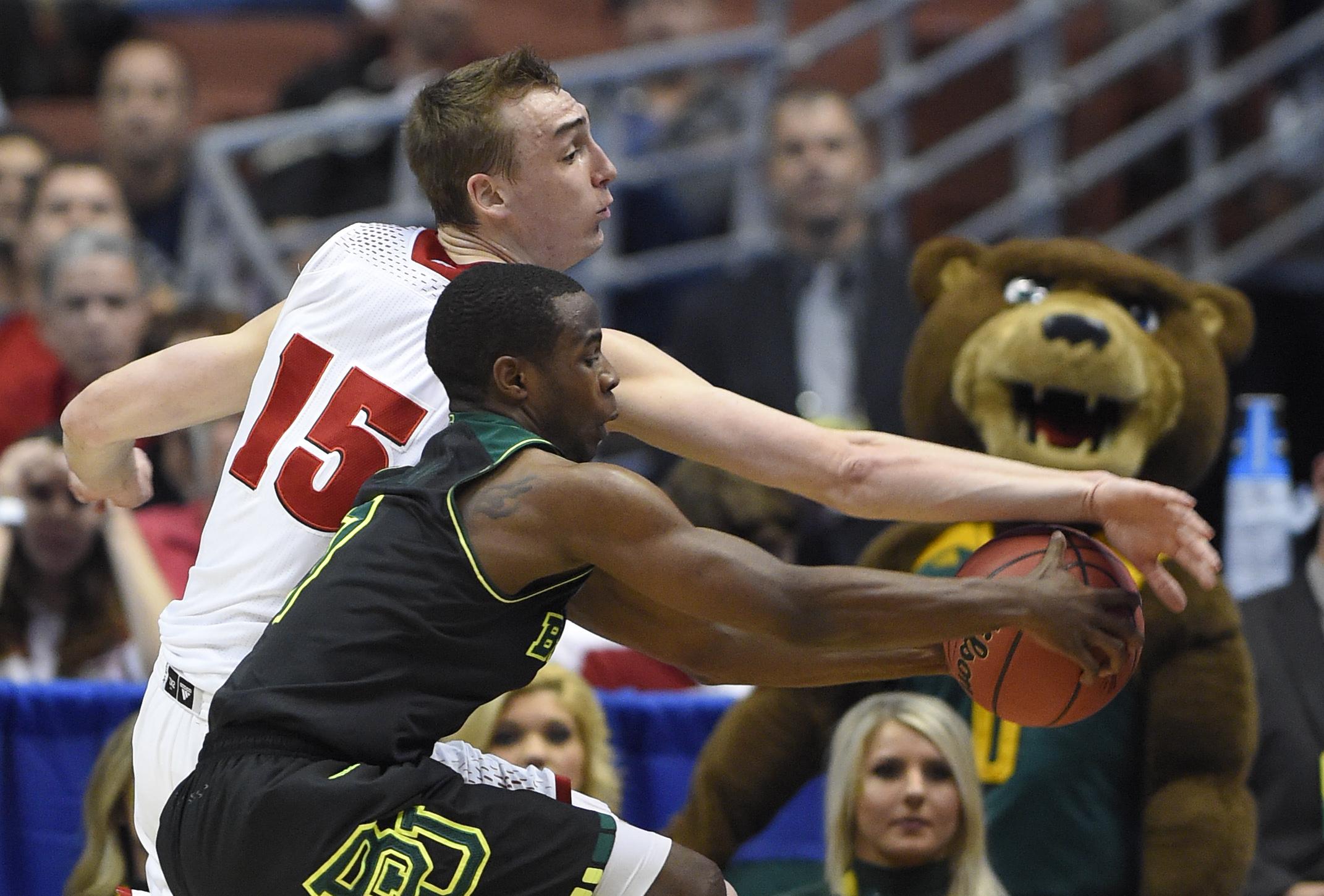 Arizona, Wisconsin advance to NCAA West final