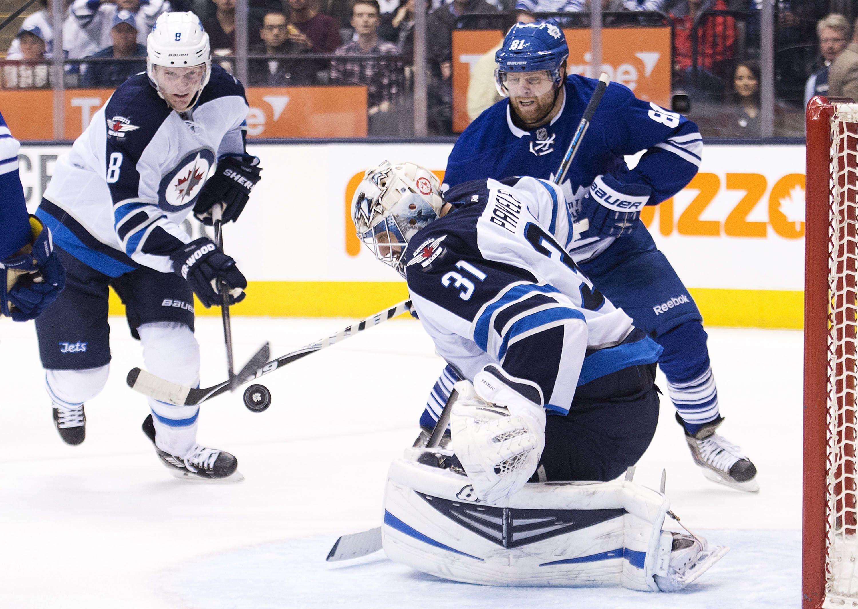 Enstrom gets tiebreaker in 2nd as Jets beat Leafs