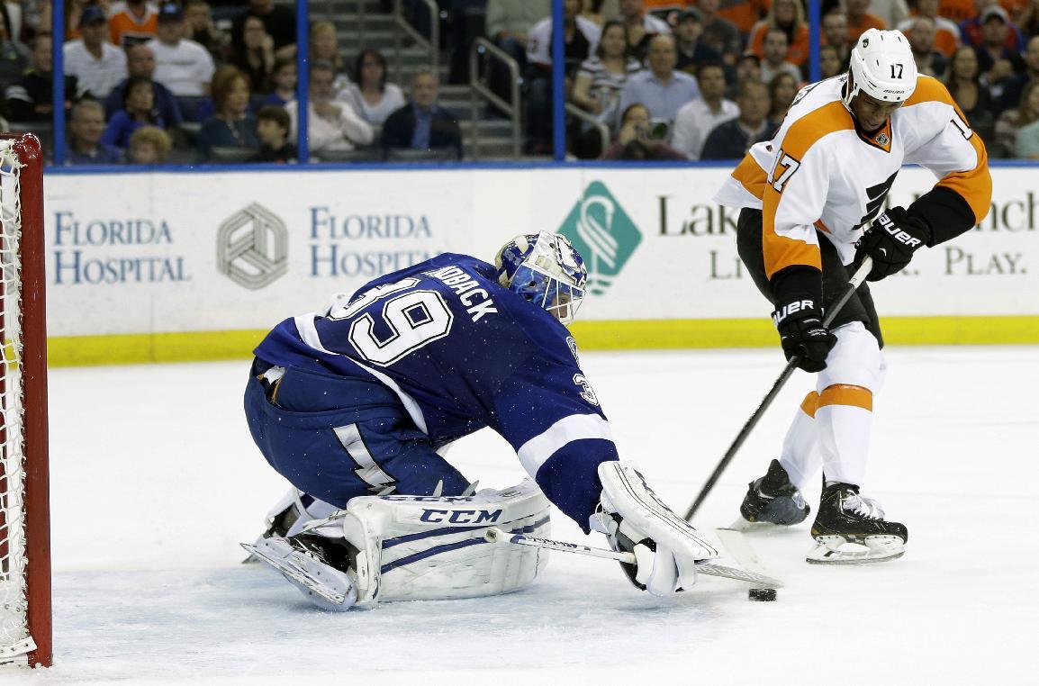 3-goal third helps Lightning beat Flyers 4-2