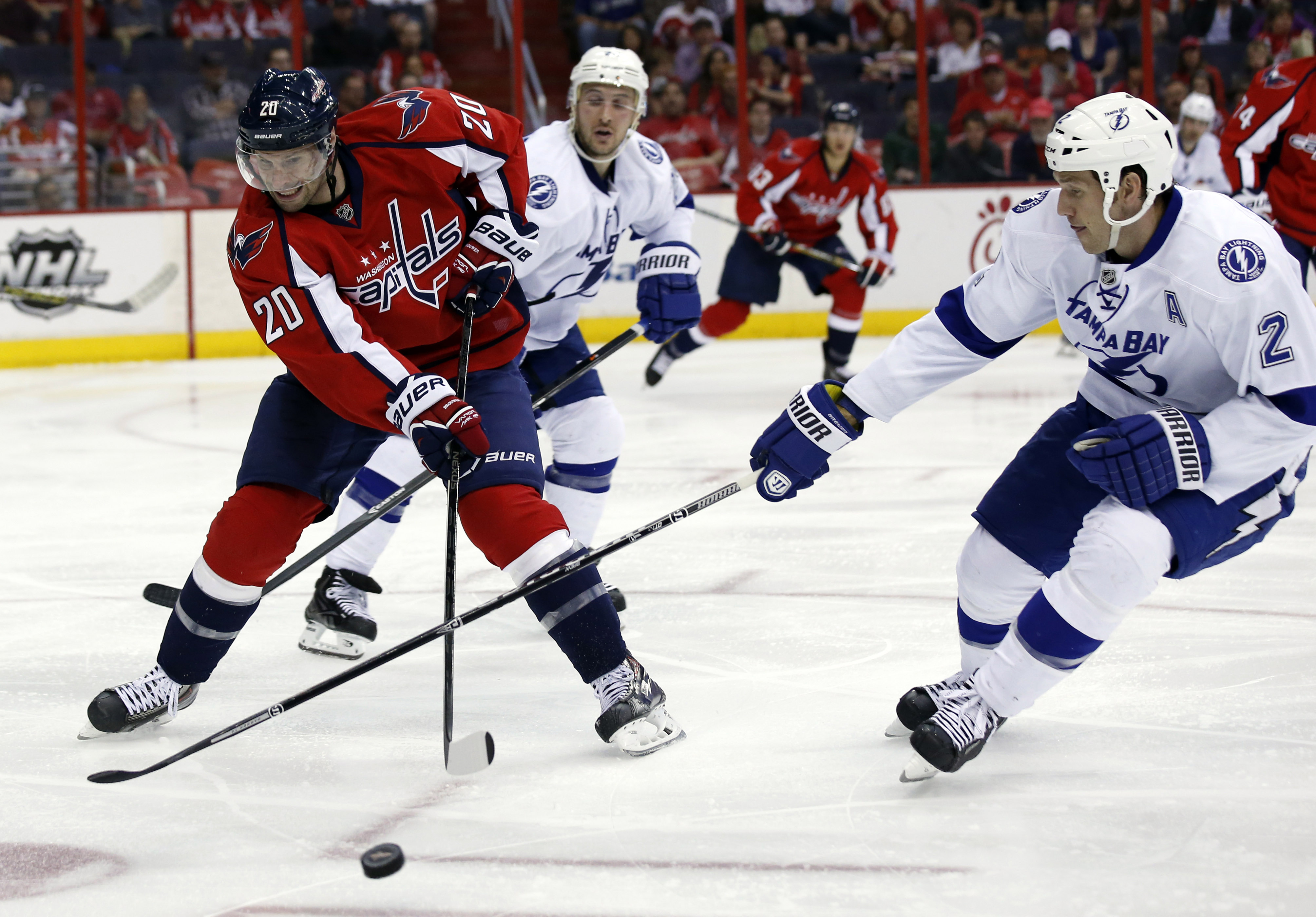 Lightning earn home-ice edge against Canadiens