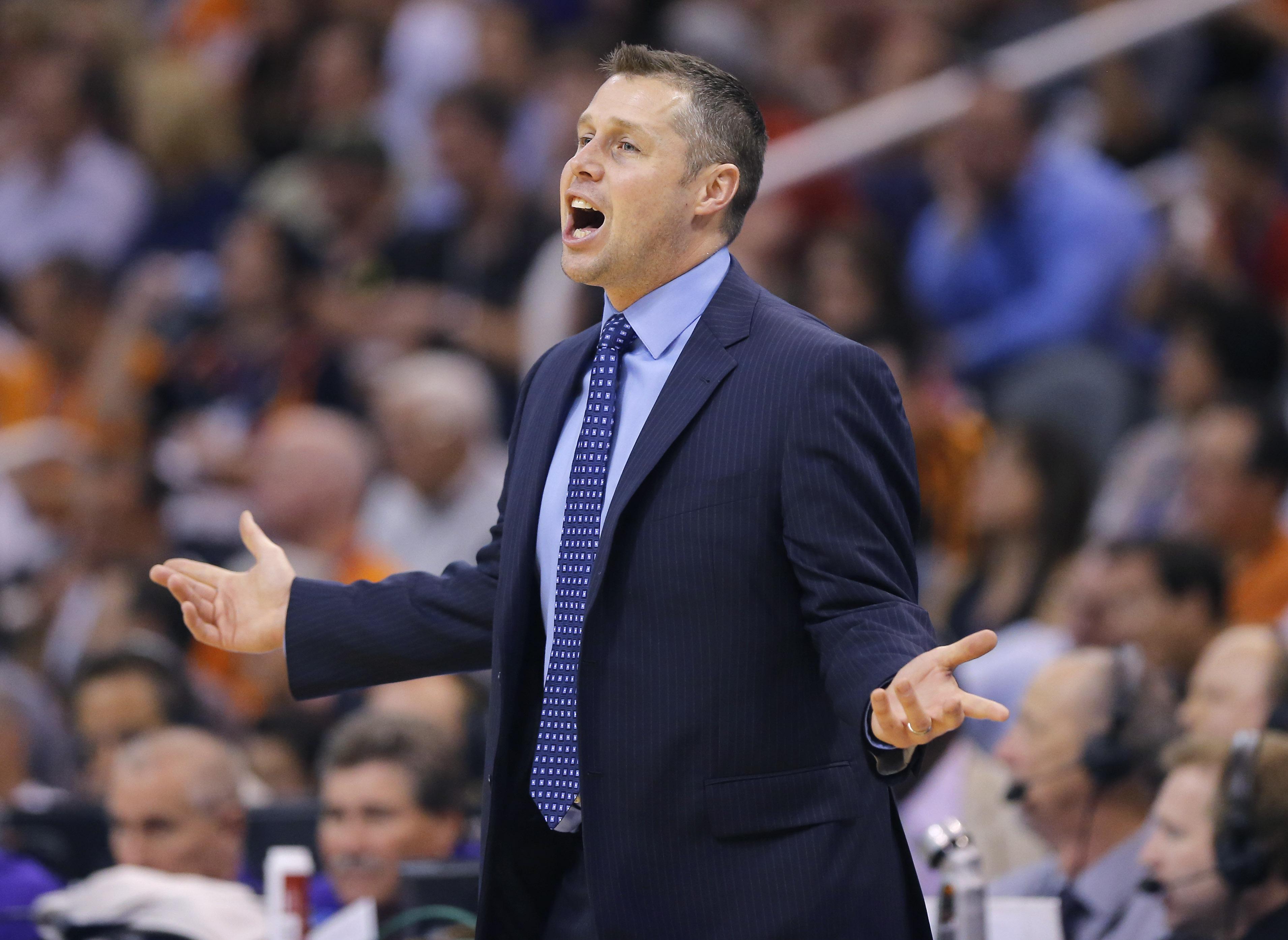 Randolph scores 32, Grizzlies clinch playoff spot