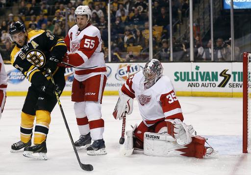 Detroit gains home-ice advantage, tops Boston 1-0