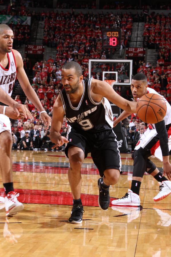 Spurs go up 3-0 with 118-103 win over Blazers