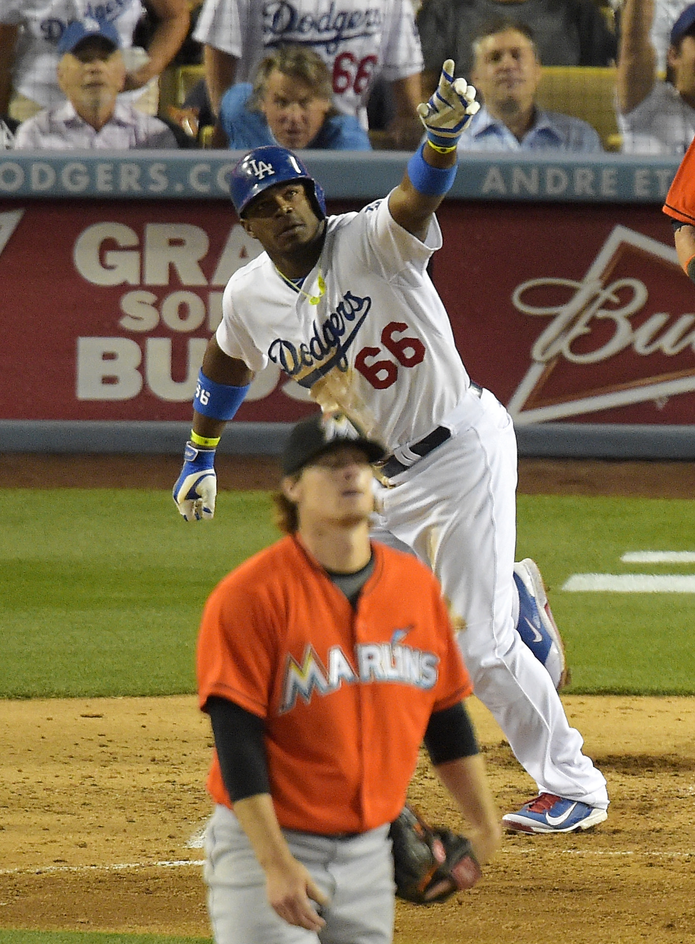 Puig's 3-run HR helps Dodgers beat Marlins