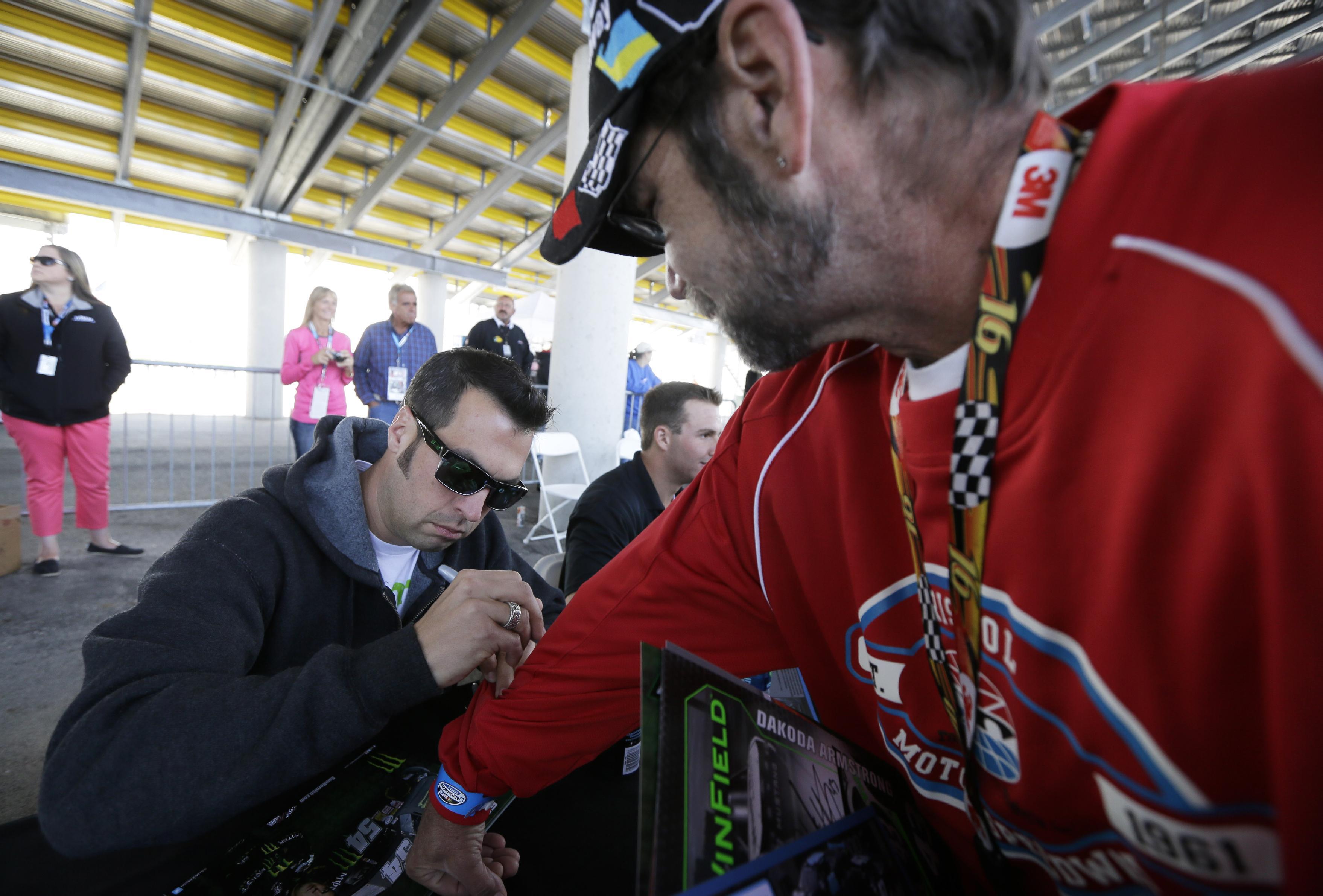 Hornish Jr. win Nationwide race in Iowa