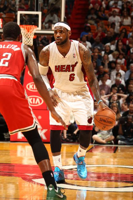 LeBron tells Heat he will become free agent