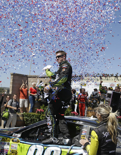 Carl Edwards races to 1st career road course win
