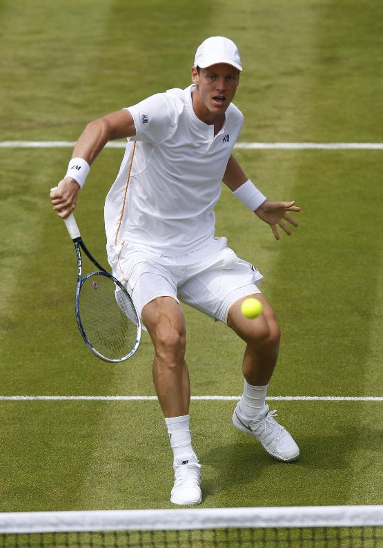 Murray soaks it in as Wimbledon welcomes him back