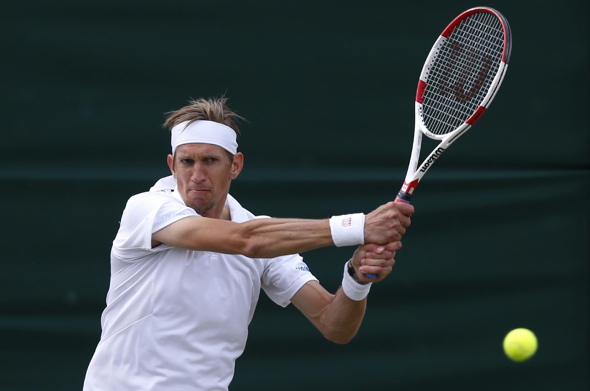 Isner takes 19-17 tiebreaker, wins at Wimbledon