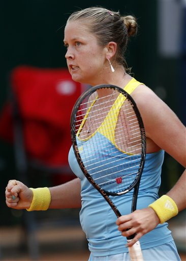 Rogers beats 3rd-seeded Suarez Navarro in Austria